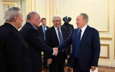 Meeting with representatives of the public, intellectuals and politicians