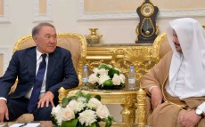 Мемлекет басшысы Сауд Арабиясы Корольдігінің аш-Шура Меджлисінің басшысы Абдуллах ибн Мұхаммед Әл-Шейхпен кездесті